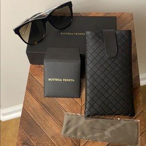 Bottega Veneta BV0001SA Sunglasses & Leather Case